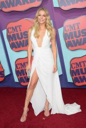 LeAnn Rimes in Rani Zakhem Gown - 2014 CMT Music Awards in Nashville