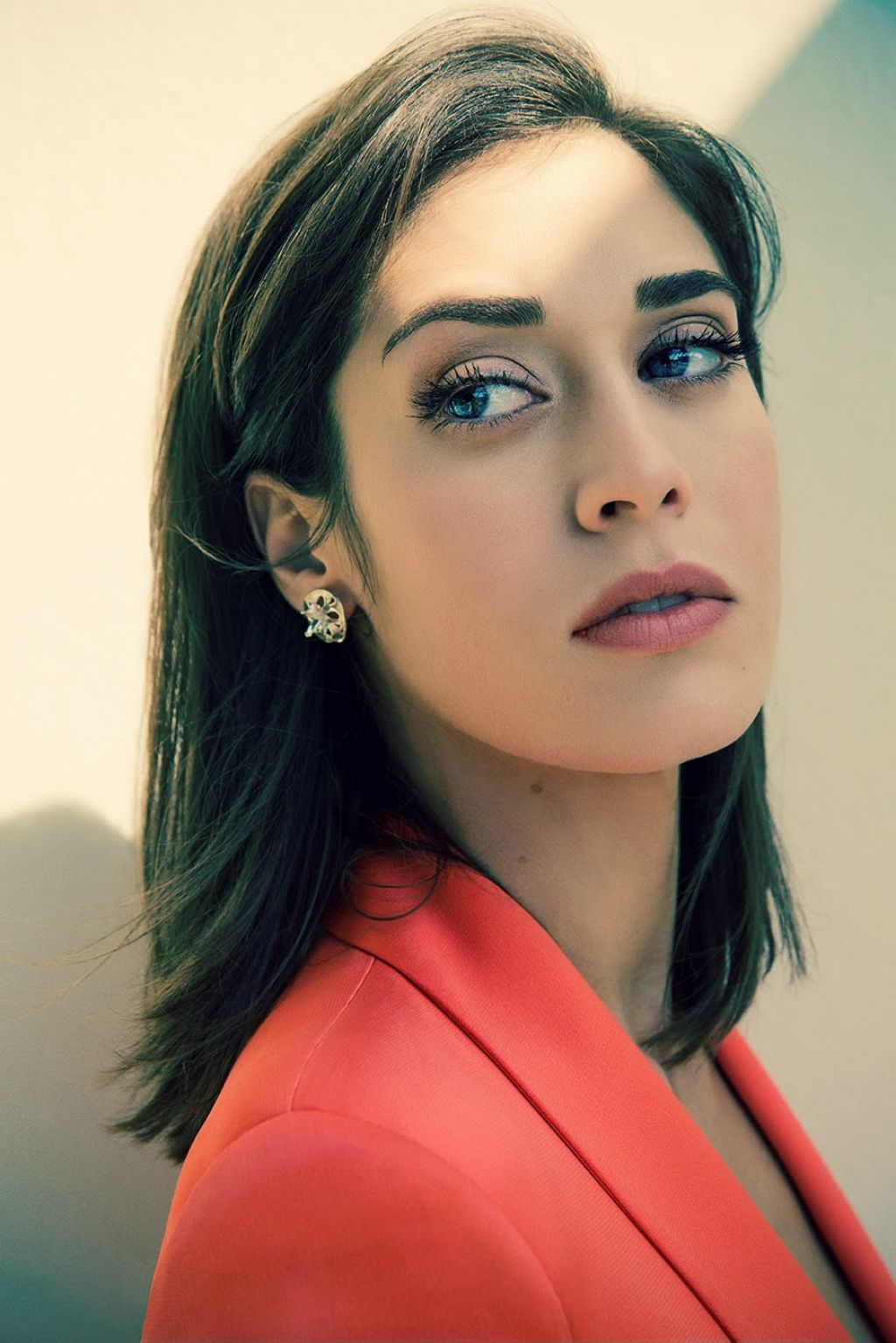 Lizzy caplan save the date 05 4
