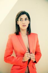 Lizzy Caplan - Photoshoot for The Wrap Magazine (Jana Cruder 2014)