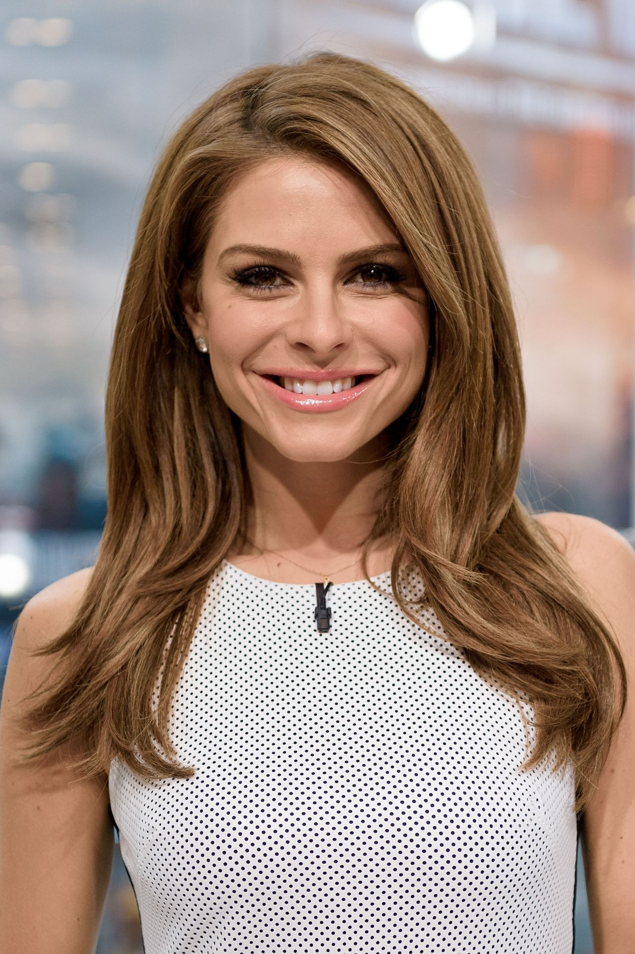 Maria Menounos Hosts Extra At H Amp M In New York City