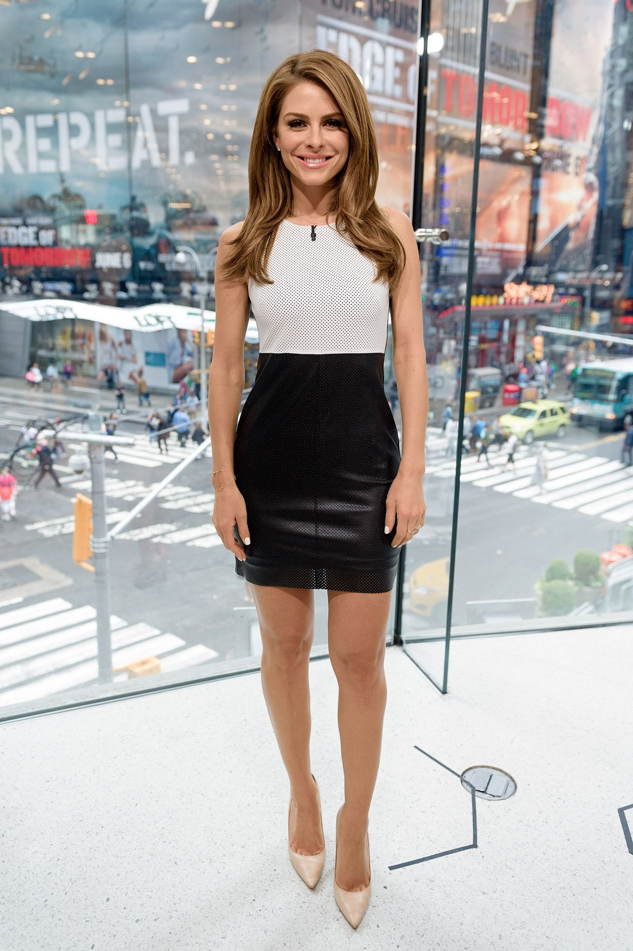 maria menounos hosts extra at h amp m in new york city june 2014
