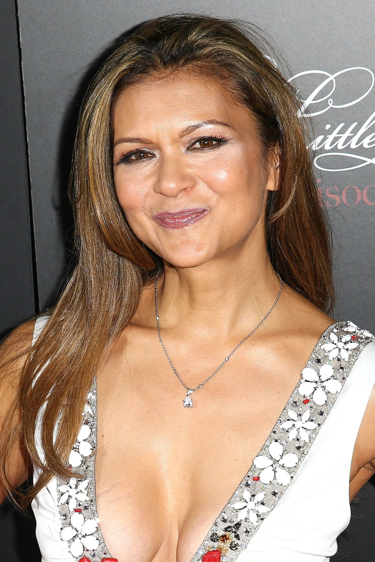 The 56-year old daughter of father Robert Peeples and mother Elizabeth Peeples, 156 cm tall Nia Peeples in 2018 photo