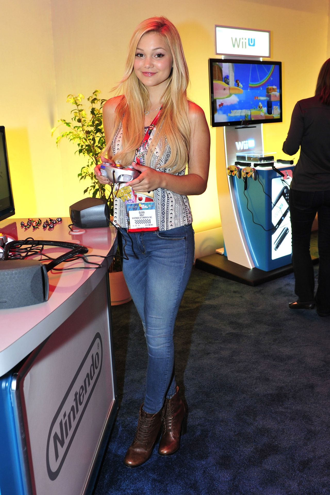 Olivia Holt in Jeans at the Nintendo Wii U station at E3 in Los Angeles