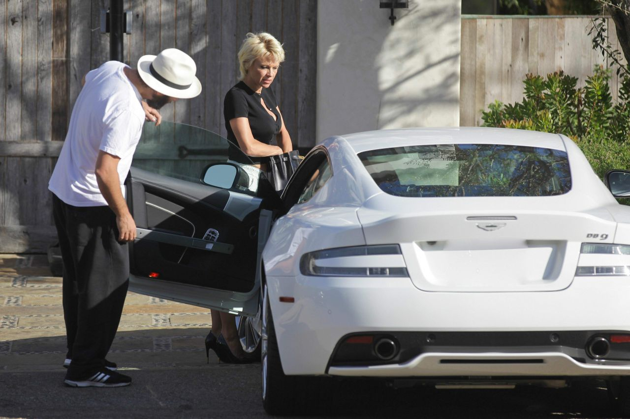 Pamela Anderson And Her New Aston Martin Visiting A Friends House - Aston martin los angeles