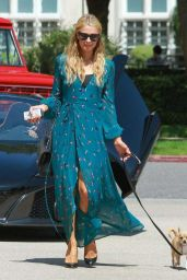 Paris Hilton Stops by Barneys New York in Beverly Hills - June 2014