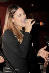 Pia Toscano Performs at Red Hour Live Music Series in Beverly Hills - June 2014