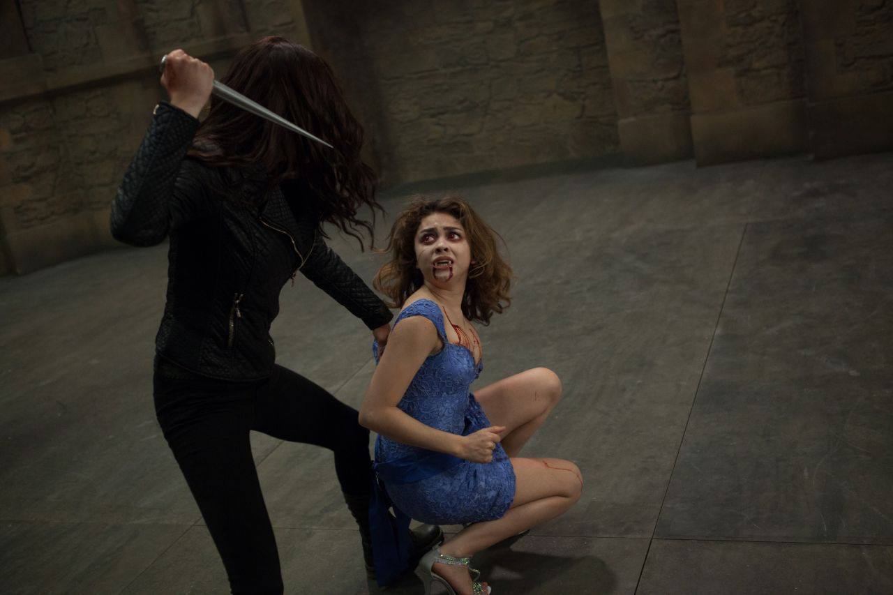 Sarah Hyland Amp Zoey Deutch Vampire Academy Movie Photos