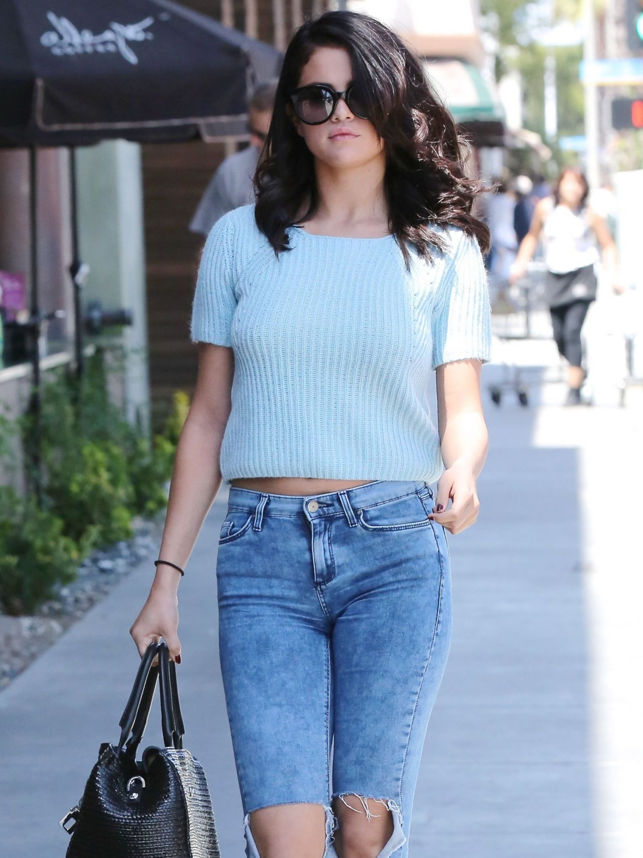 Range Rover Los Angeles >> Selena Gomez in Jeans - Out in Los Angeles - June 2014