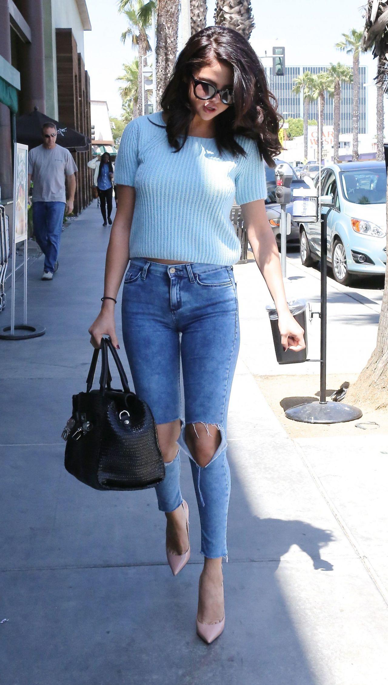Range Rover Santa Monica >> Selena Gomez in Jeans - Out in Los Angeles - June 2014