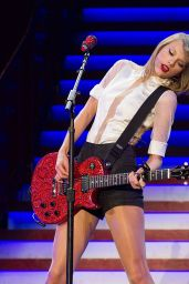 Taylor Swift Performs at Singapore Indoor Stadium in Singapore - June 2014