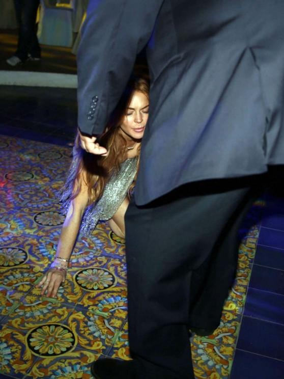 Lindsay Lohan Falling Down