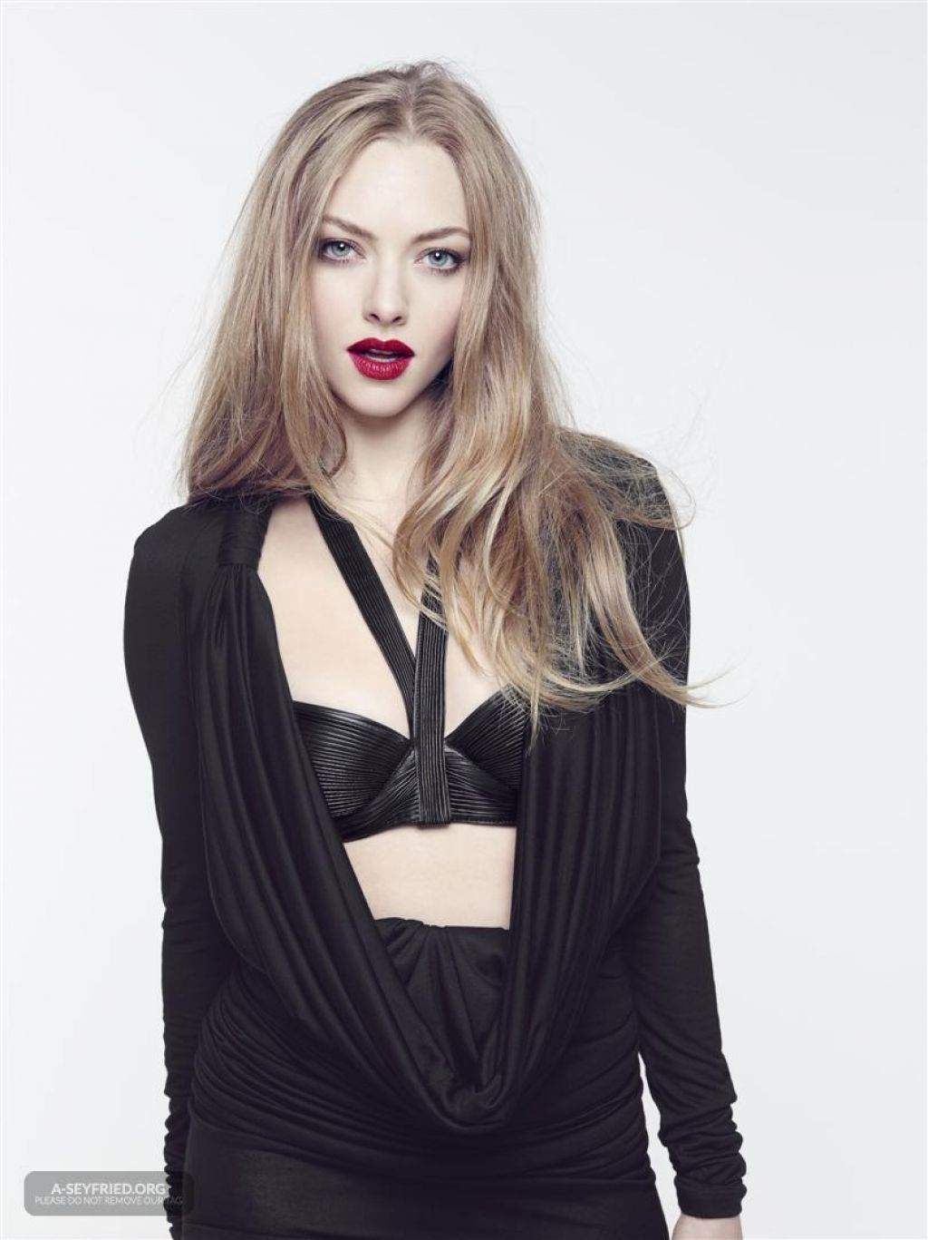 Amanda Seyfried Photoshoot for Saturday Night Live 2014