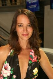 Amy Acker - Warner Bros Signing Booth at Comic-Con 2014 in San Diego