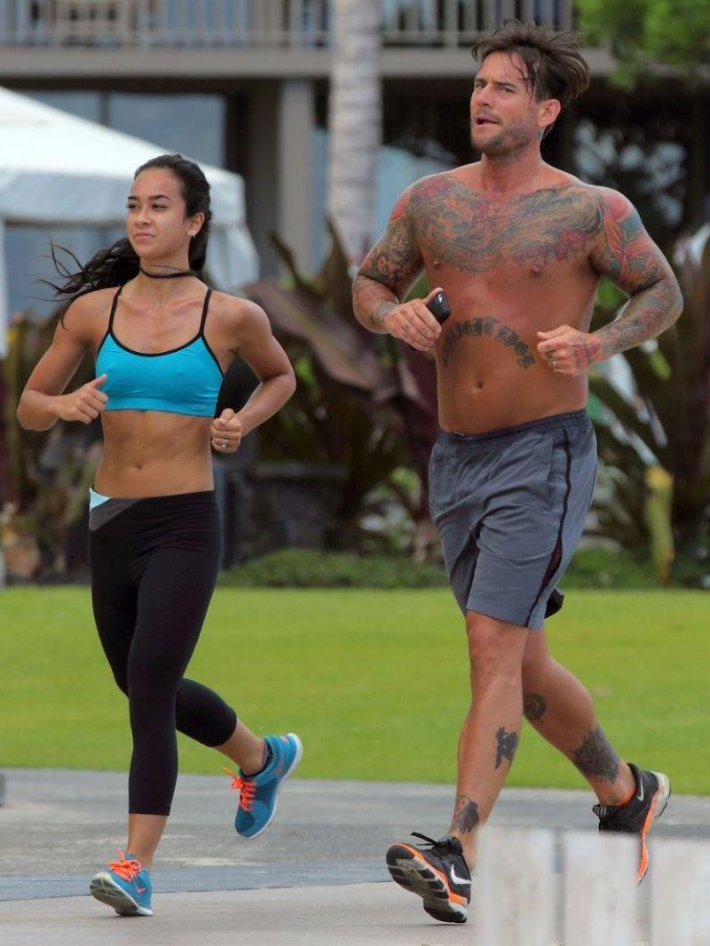 April Mendez (AJ Lee) and CM Punk Jogging in Hawaii - June 2014