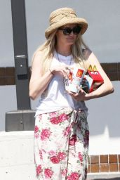 Ashlee Simpson - Leaving McDonald