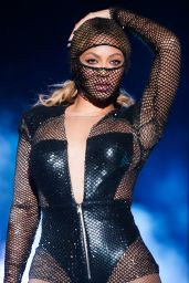 Beyonce Knowles Performs