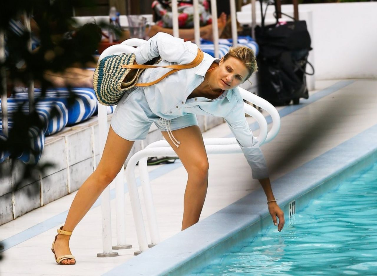 Cameron Diaz at Hotel Pool in Miami - July 2014