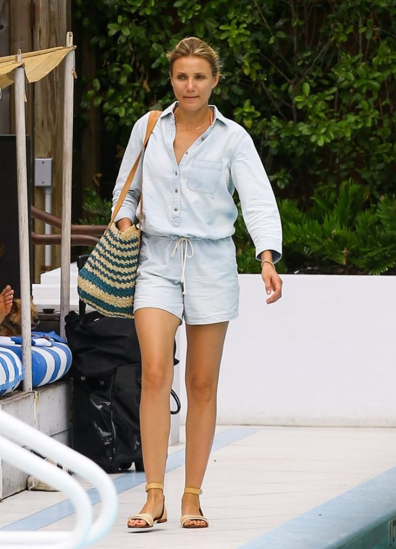 Cameron Diaz At Hotel Pool In Miami July 2014