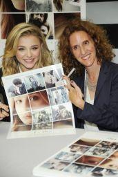 Chloe Moretz - Signing Autographs to Promote