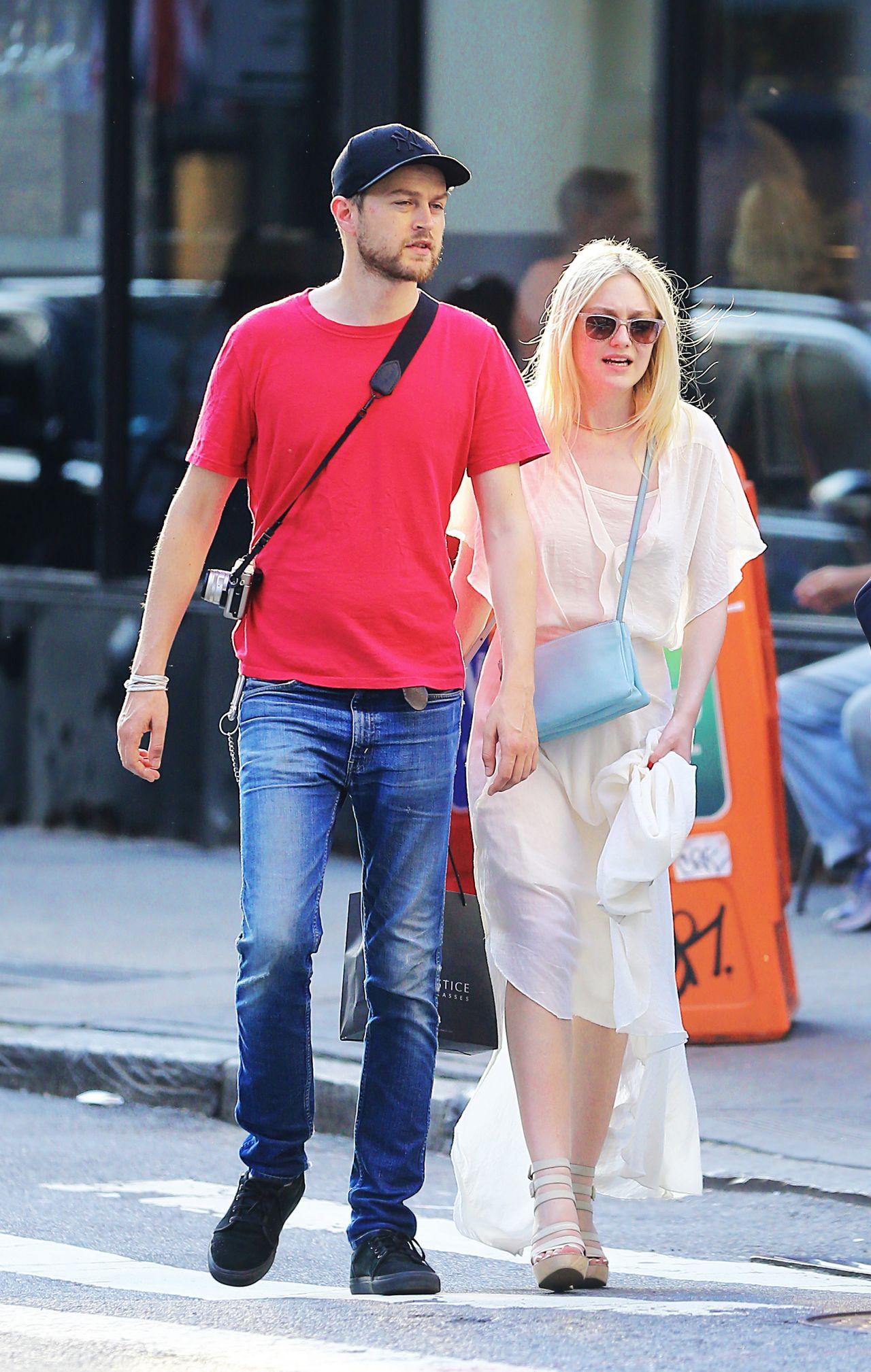 Who Is Elle Fanning Dating? Boyfriend Details, Net Worth