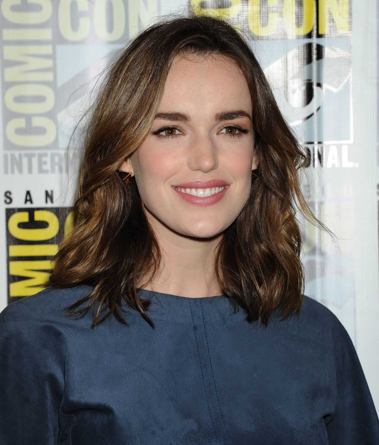 elizabeth henstridge fansite