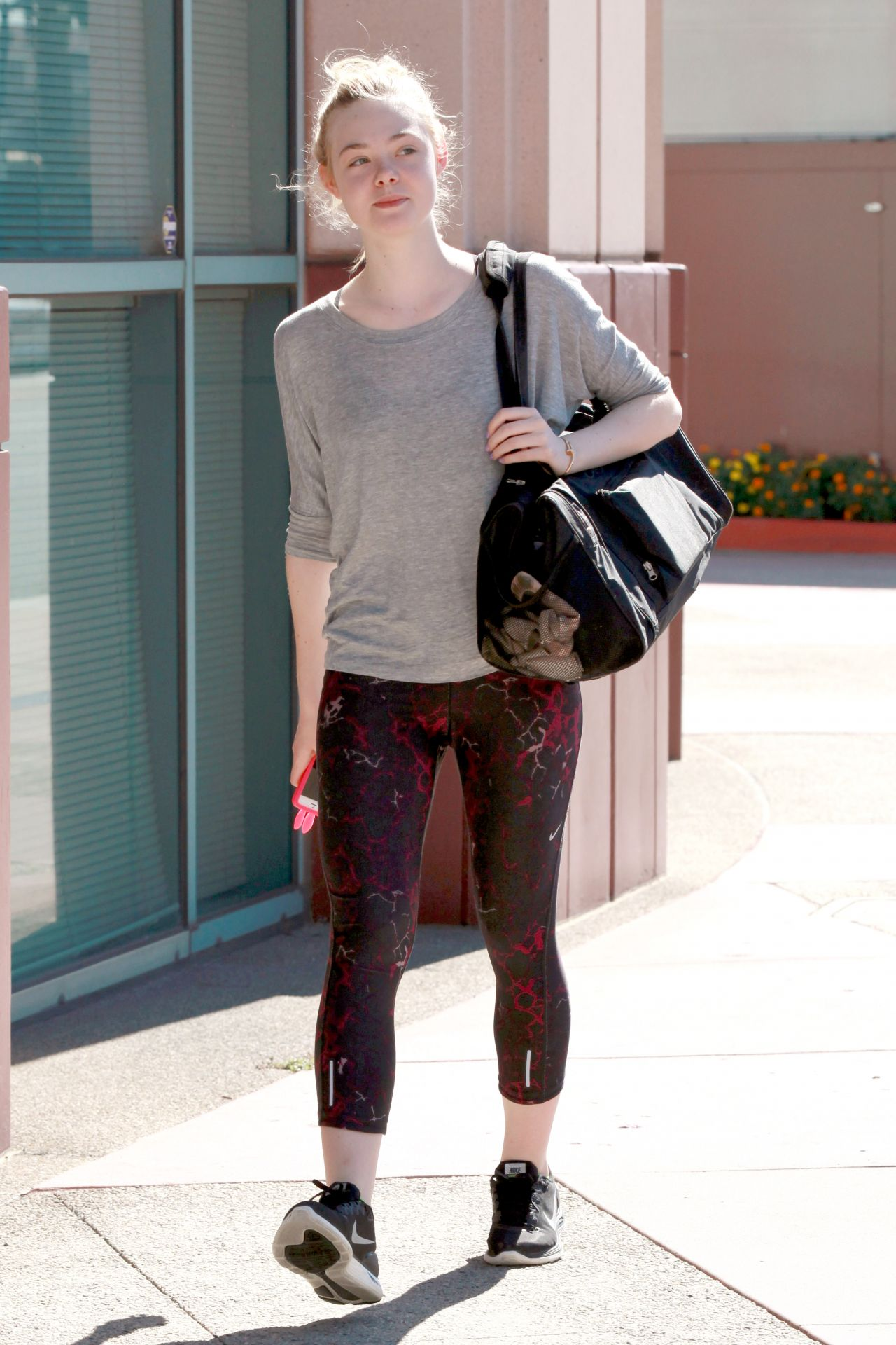 Elle Fanning In Leggings Heading To Dance Class In Studio