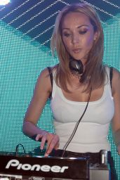 Emily Scott Performs at Full Moon Party Australia - July 2014