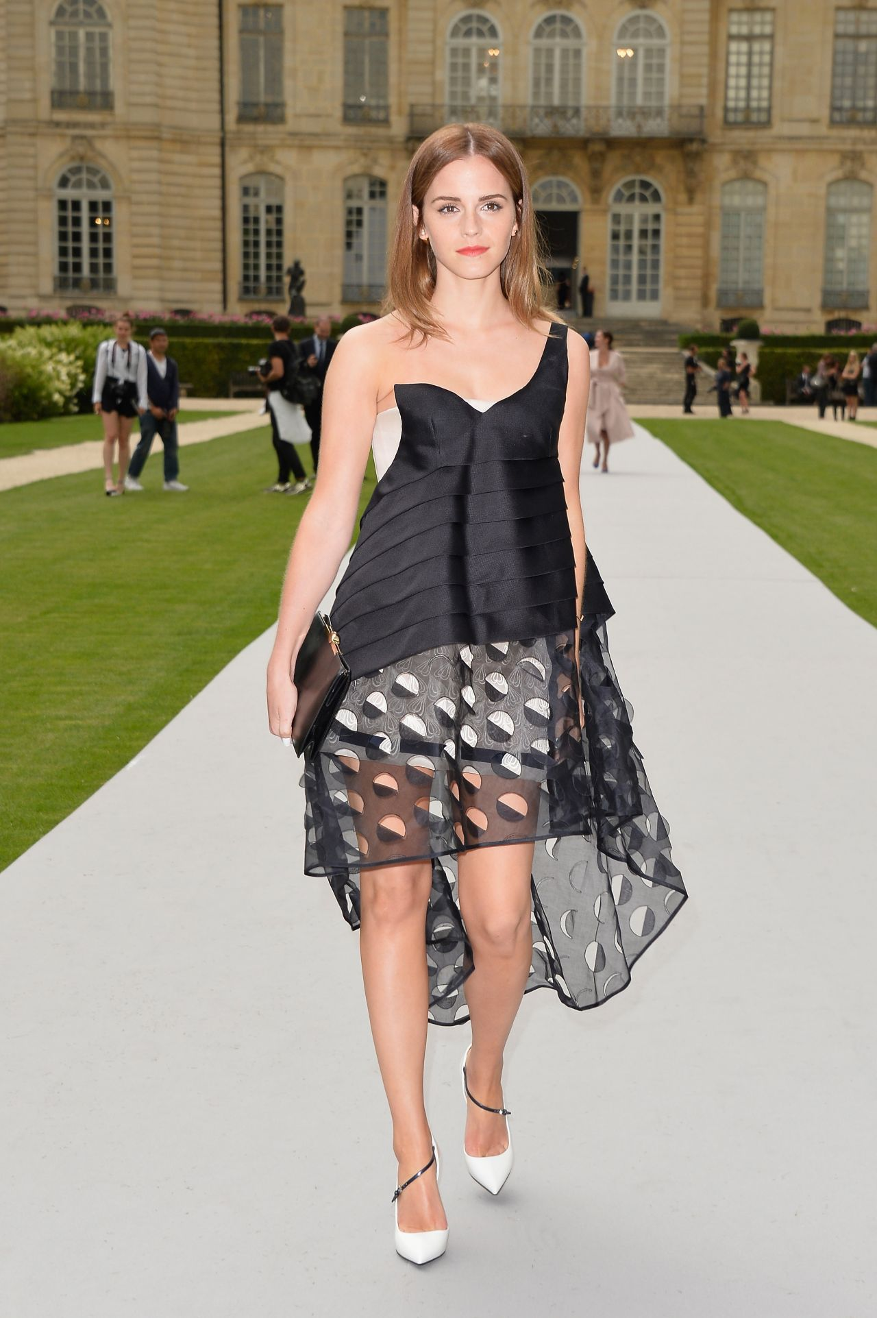 Discover Mag: Emma Watson at Christian Dior Fashion Show ...