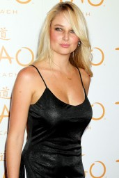 Genevieve Morton – Hosts At Tao Beach Venetian Hotel & Casino in Las Vegas – July 2014