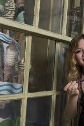 Jennette McCurdy Visited Wizarding World of Harry Potter - July 2014
