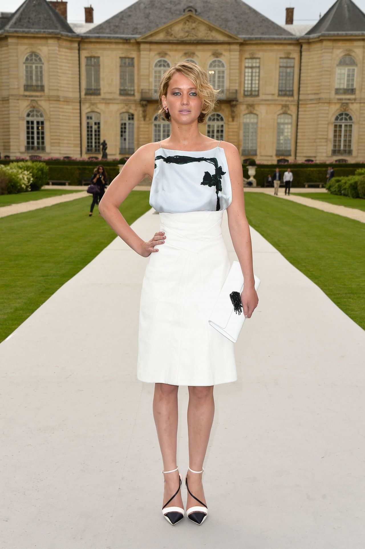 Jennifer lawrence christian dior fashion show during for Show a paris