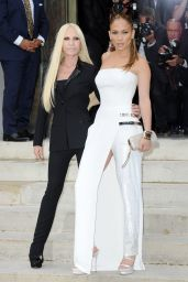 Jennifer Lopez at Versace show in Paris – Fall/Winter Fashion Week, July 2014