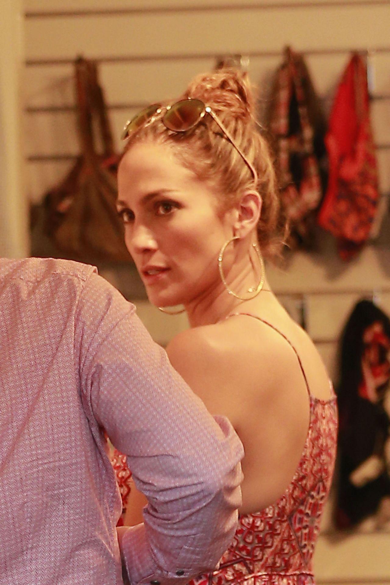 Jennifer Lopez & Leah Remini - Shopping at Fred Segal in