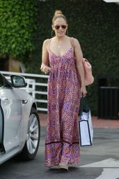Jennifer Lopez & Leah Remini - Shopping at Fred Segal in Los Angeles - July 2014