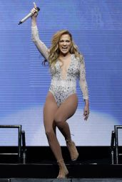 Jennifer Lopez Performs at 103.5 KTU