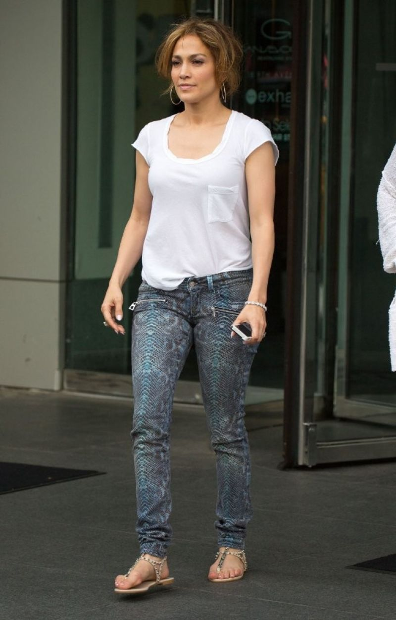 Jennifer Lopez Street Style - Leaving Her Hotel In Nyc -7649