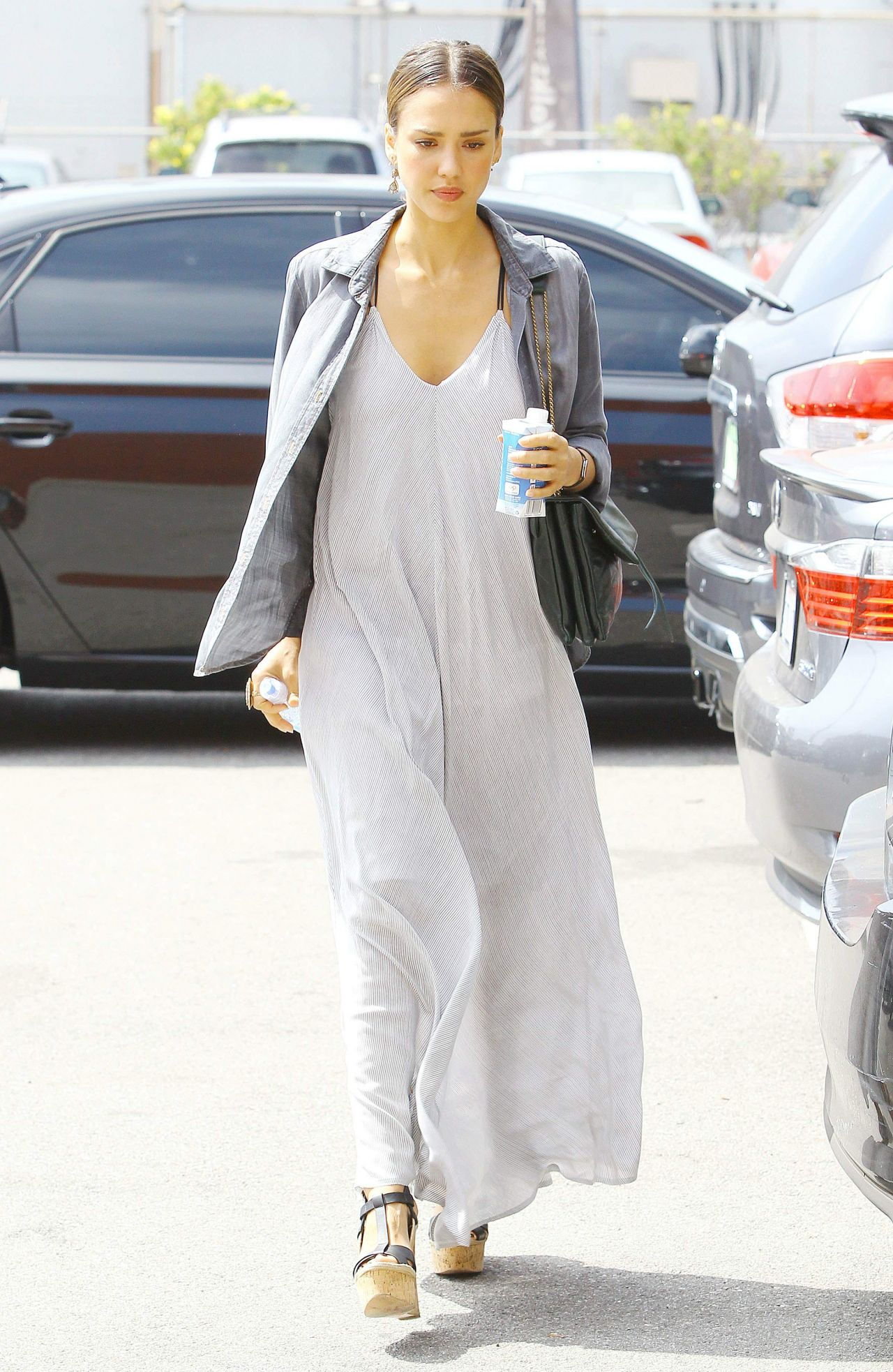 Jessica Alba Casual-Chic Style - Out in Beverly Hills ...