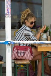 Juno Temple Having Lunch With Her Mother at The Butcher