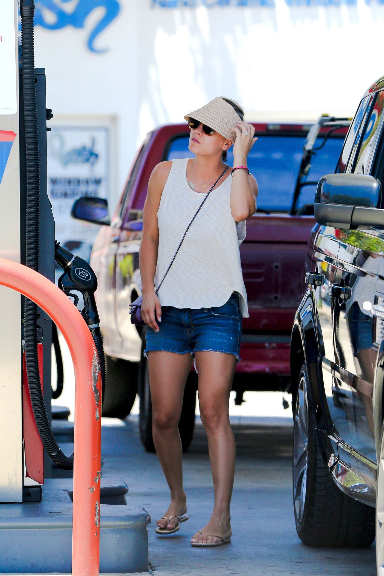 Kaley Cuoco in Shorts at a Gas Station in Los Angeles - July 2014