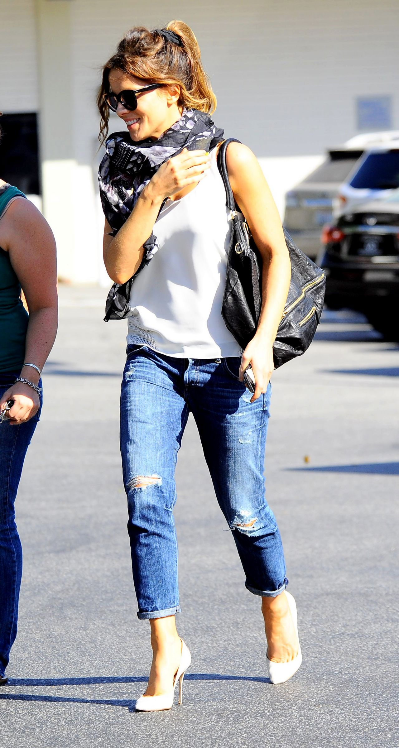 Beckinsale in Relaxed Skinny Jeans - Out in Brentwood, July 2014