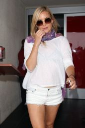 Kate Hudson at LAX Airport in Los Angeles - July 2014