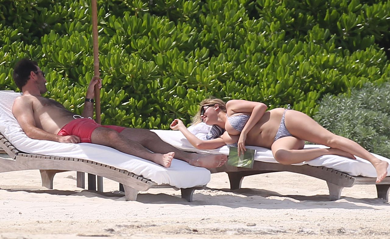 Kate Upton Bikini Candids Beach In Mexico July 2014