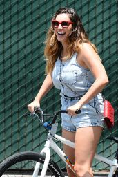 Kelly Brook - Cycle Ride in Venice Beach - July 2014