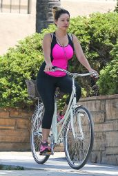 Kelly Brook Goes for a Bike Ride in West Hollywood - July 2014