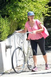 Kelly Brook in Tights and Her Boyfriend - Cycle Ride While out in Los Angeles