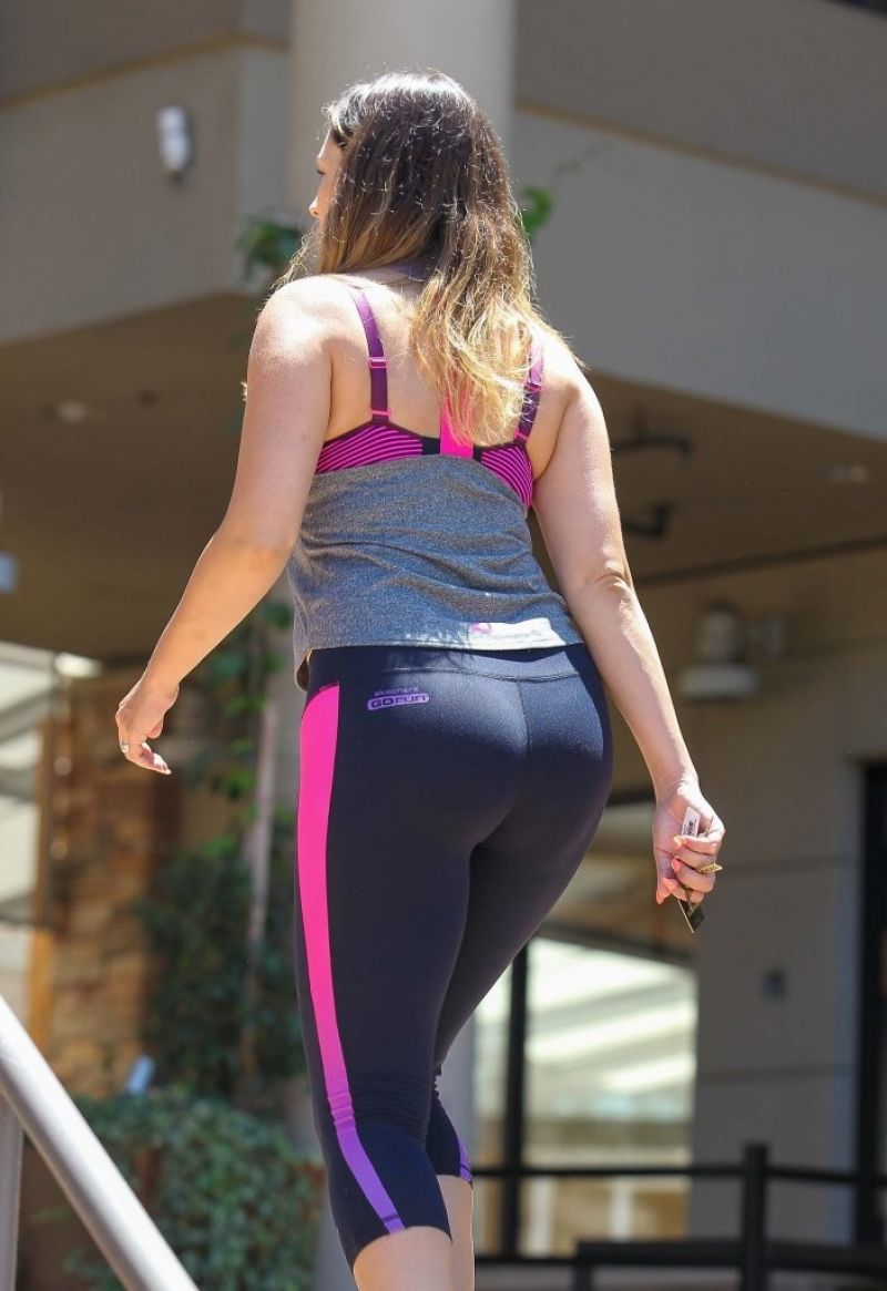 Kelly Brook In Tights Heading To The Gym In La July 2014