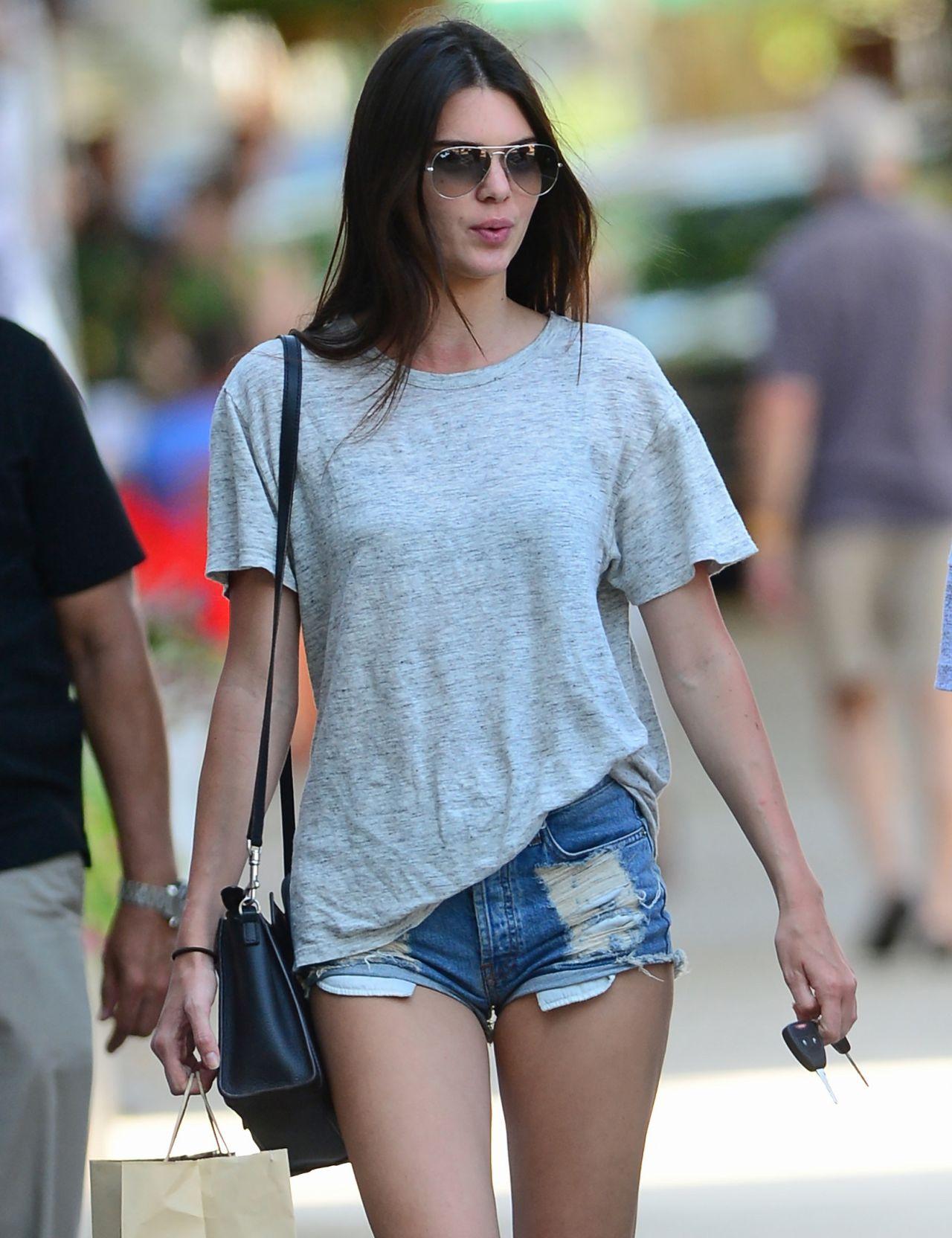 Kendall Jenner & Haylie Baldwin - 216.5KB