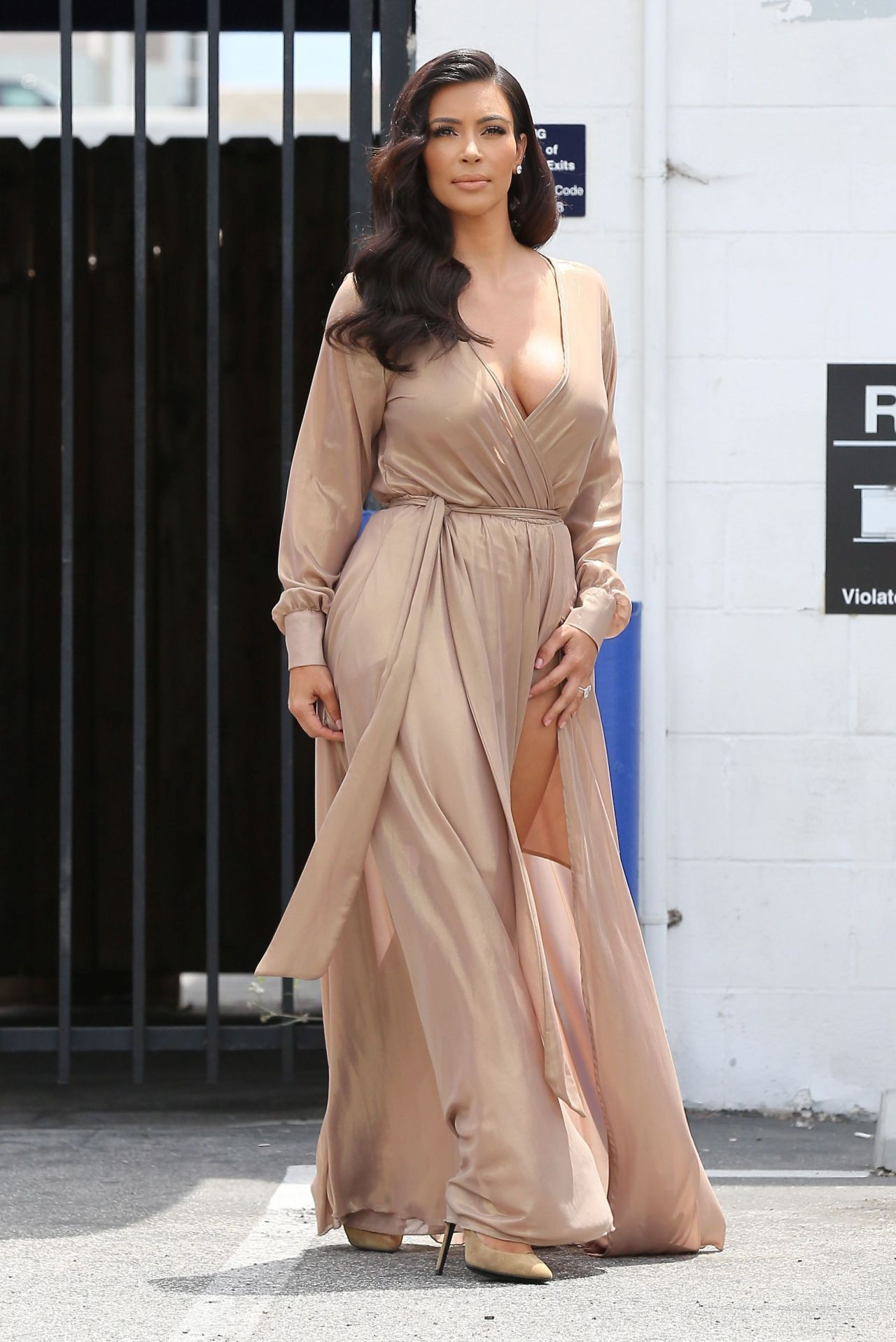 Kim Kardashian Laving a Studio in Los Angeles - July 2014