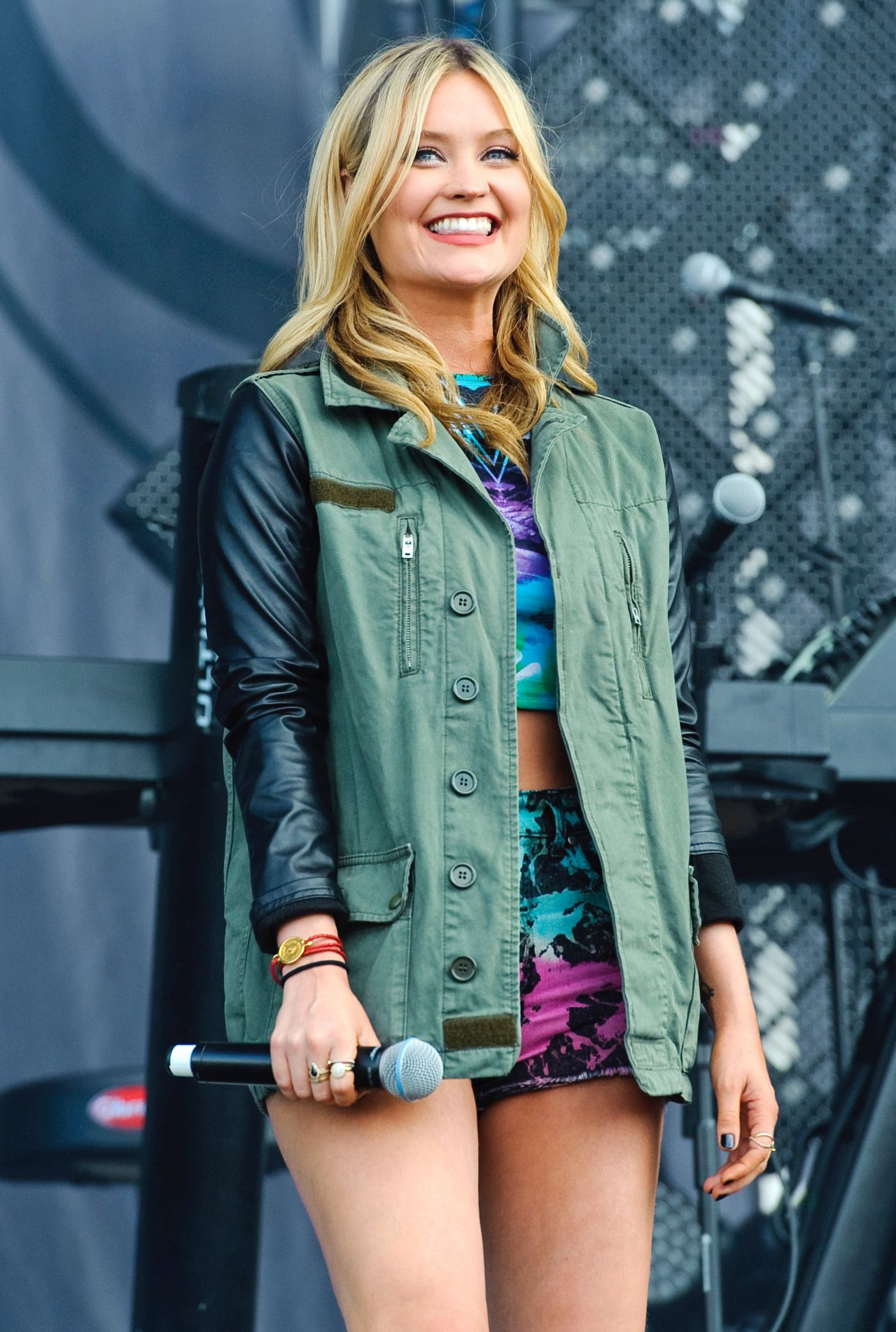 Laura Whitmore Performs at 2014 Wireless Festival