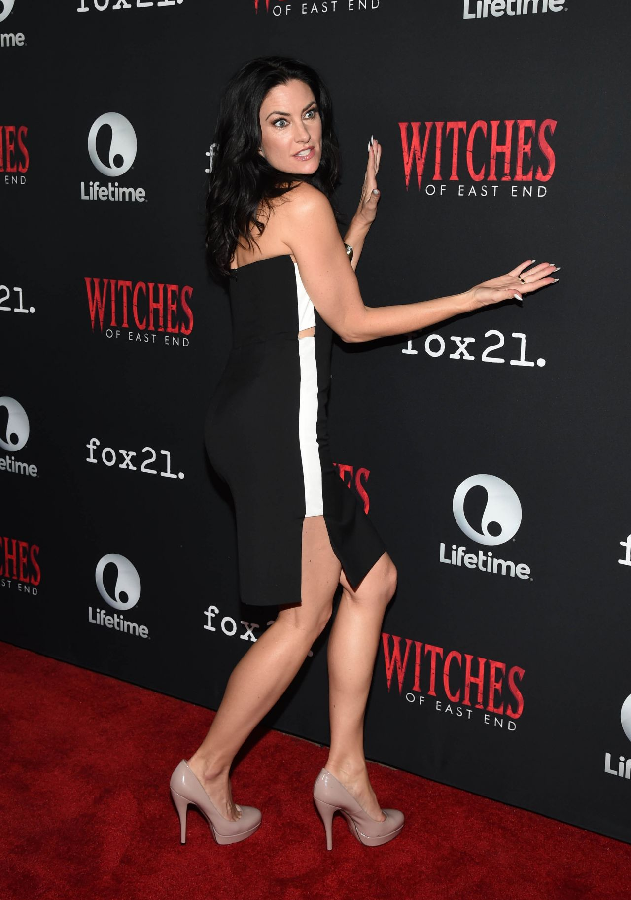 Madchen amick 39 witches of east end 39 season 2 premiere for Kinderzimmermobel madchen